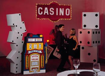 Casino party decorations casino party and las vegas for When does las vegas decorate for christmas