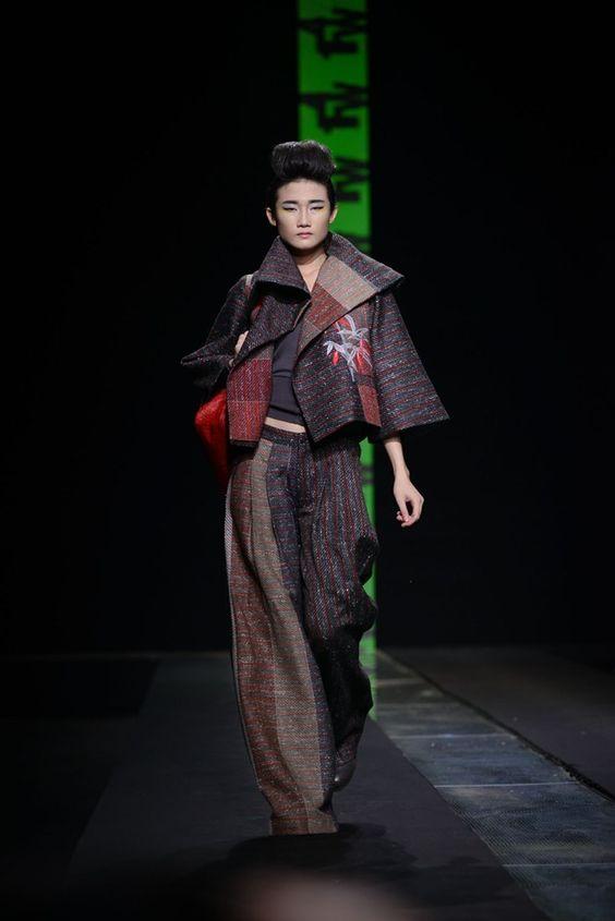 Hồng Quế nam tính trong thiết kế thu đông của Minh Hạnh