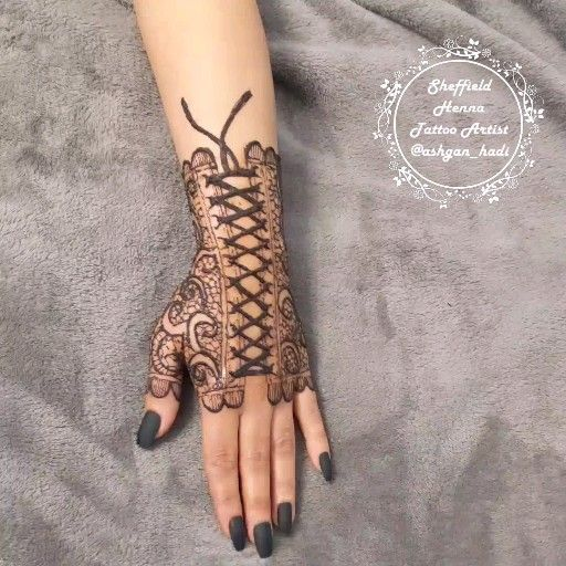 Henna Tattoo حناء تاتو نقشات In This Article You Will See The Out Of The Box Situations Faced By Tatt Henna Tattoo Designs Henna Tattoo Hand Geometric Henna