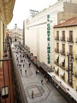 Vistas a la calle Preciados desde una de las habitaciones del Hotel Petit Palace Londres en #Madrid