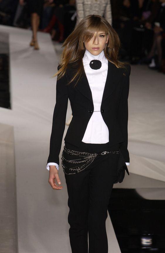http://www.livingly.com/runway/Chanel/Paris Fashion Week Spring 2003/hI66jZRdmOS