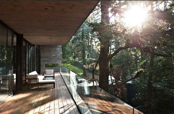 modern-tree-house-with-small-balcony-in-guatemala