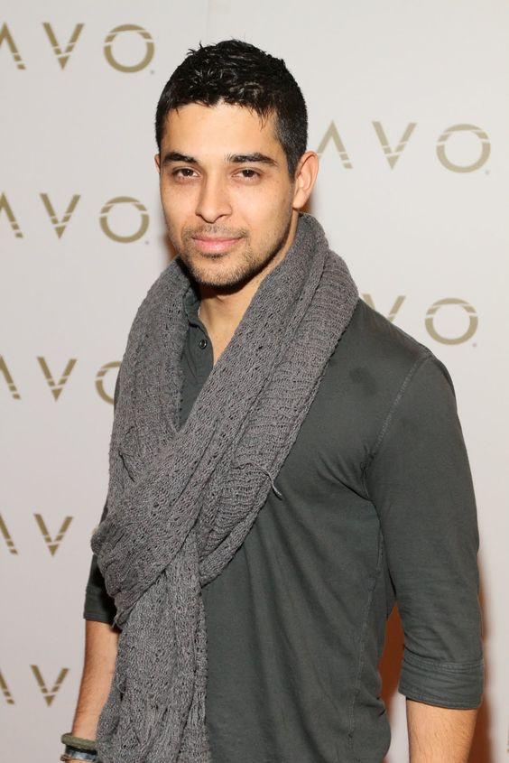 Wilmer Valderrama (a.k.a. Fez from That 70's Show  : )  Holy cow!!! Fez?!?!?!