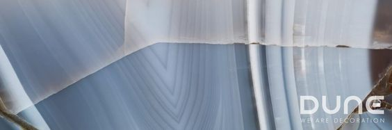 Aura Agate Glass 25x75 cm: Espectacular cristal que reproduce fielmente la piedra semipreciosa Ágata azul. Hay diez diseños distintos combinables entre sí.  #duneceramica #diseño #calidad #diferenciacion #creatividad #innovacion #tendencia #moda #decoracion #design #quality #differentiation #creativity #innovation #trend #fashion #decoration #dunemegalos #revestimiento #cristal #walltile #glass  http://www.dune.es/es/products/megalos-revestimiento/vitra-cristal/aura-agate-glass/186916
