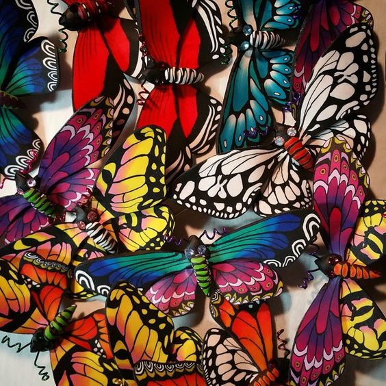 Wanda Shum Finishing up some butterflies while the dragonflies bake! #polymerclay #fimo #color #millefiori #handmade #thisisart #butterfly #thisisproduction