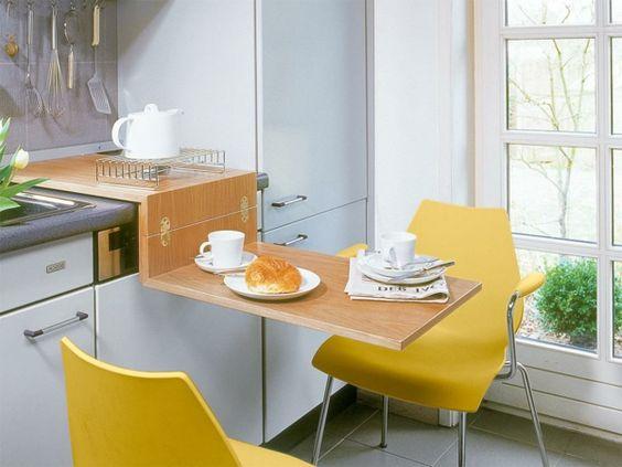 Holzklapptisch für die kleine Küche und gelbe Stuhle Küche - kuche arbeitsplatte kabelloses ladegerat