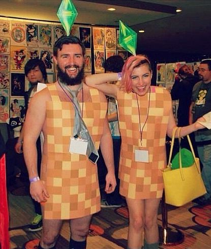 Sims couple Halloween costumes