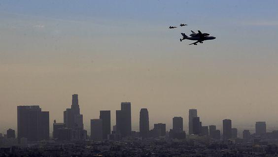 The #Endeavour flies over the downtown Los Angeles skyline. Credit: Brian Van Der Brug / Los Angeles Times