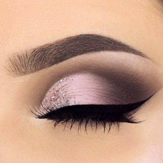 Soft Pink/purple eyeshadow with soft #glitter in the inner corner  @stylexpert