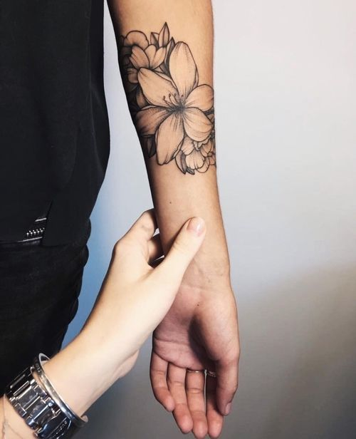 Kartinka S Tegom Tattoo And Flowers Forearm Tattoos Tattoos