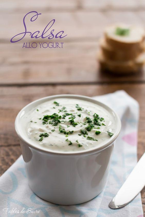 La salsa allo yogurt è morbida e profumata, si adatta ad accompagnare piatti di verdure crude, insalate, carne o pesce. E' fresca, sfiziosa e piacevole.
