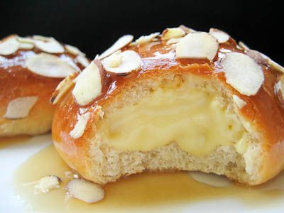 bee stings (honey-caramel dipped brioche buns filled w/ vanilla bean pastry cream & sprinkled w/ toasted almonds)