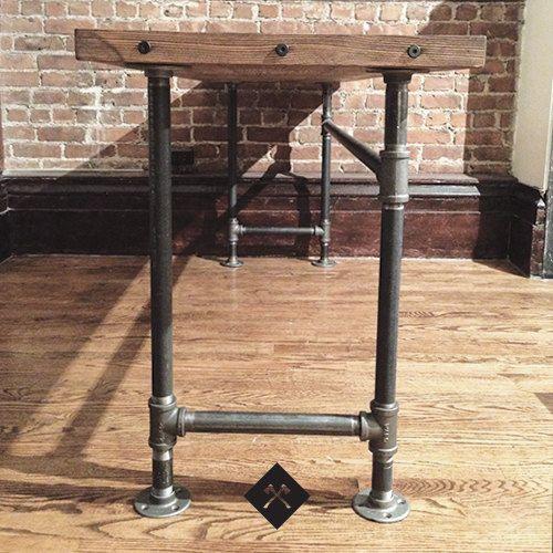 Aufgearbeiteten holz schreibtisch pinterest beine bar for Diy galvanized pipe table