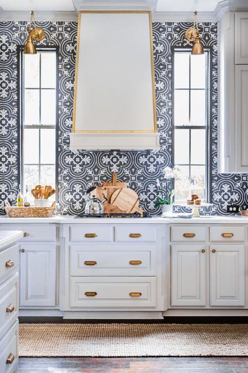 14 Unexpected Kitchen Backsplashes We Can T Get Enough Of Kitchen Wallpaper Kitchen Renovation Kitchen Tiles Backsplash