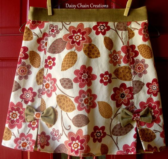 Daisy Chain Creations: Kick Pleat Skirt with Bow Accents--A Tutorial