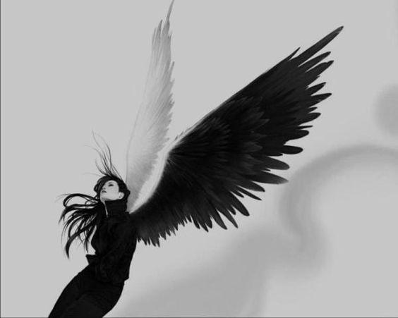 Anjo em preto e branco