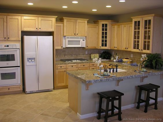 Traditional light wood kitchen cabinets 12 kitchen for Traditional kitchen color schemes