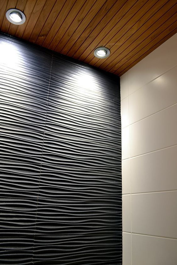 Black and white tiles in a bathroom - design by decom