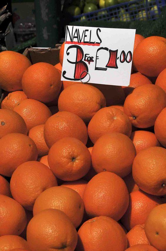 Navel Oranges for sale, market in York, England (summer 2008)