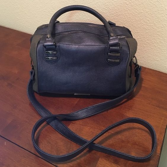 Steve Madden Satchel BNWOT Steve Madden blue with grey snake skin accents. It has a zipper lock feature (shown in picture 3). LOTS of space and removable shoulder strap Steve Madden Bags Satchels
