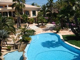 Geweldig villa voor eem vakantie in Portugal Albufeira.  Large Villa with Private Pool, Tennis Court, Sauna and Sea Views. Holiday for rent with the added security of our fraud protection.