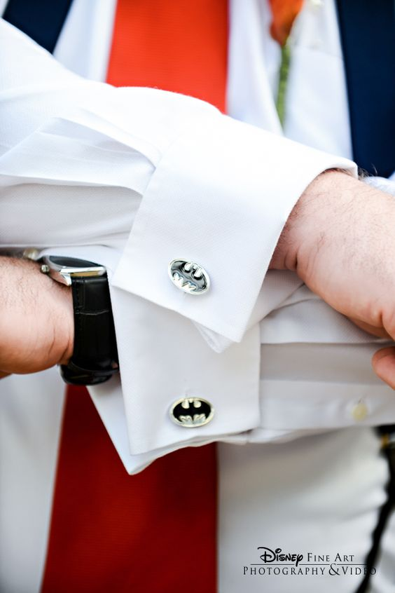 This groom showed off his inner Dark Knight with Batman cufflinks #Batman #wedding