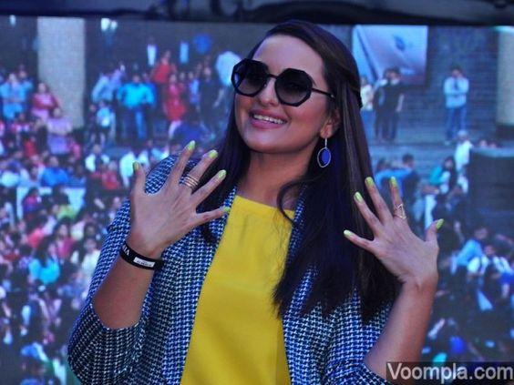 Sonakshi Sinha nail polish green colour Guinness Book