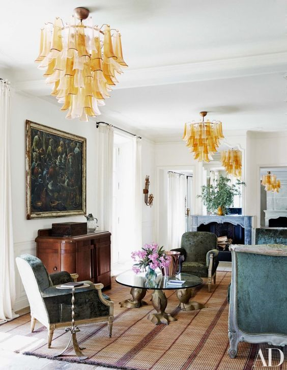 ce. The double parlor/living room is filled with more antiques-stall finds, including 19th-century seating and a winsome 1940s chinoiserie cabinet.