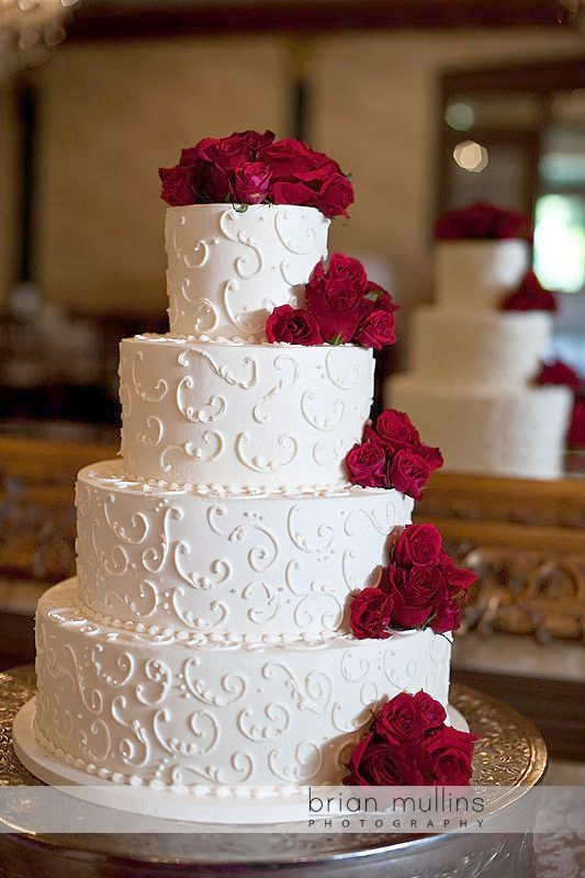 On Trend Four Tier Marble Wedding Cake With Gold Details And Blush And Cream Flowers Www Weddin Wedding Cake Marble Blush Wedding Cakes Floral Wedding Cakes