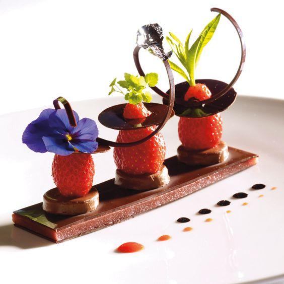 A&G » Gastronomie » Recettes » Desserts » Choco fraise gariguette, pectine de fraise et son jus centrifugé - Arts & Gastronomie ® | Gastronomie, recettes, vins, décoration, design, mode, art de vivre... Arts & Gastronomie ®