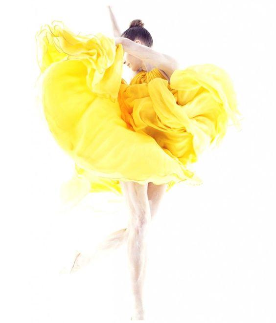 O tecido no figurino de dança   Alfinetes de Morango