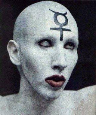 スキンヘッドのMarilyn Manson