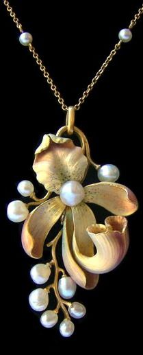 Art Nouveau pendant. Around 1900 - gold, enamel and pearls.: