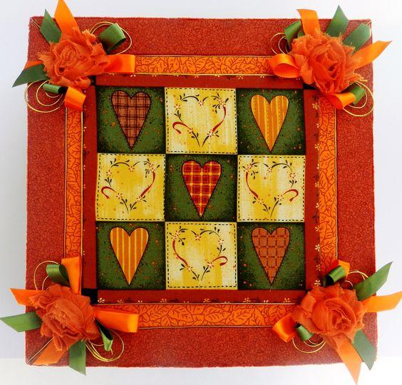 Caixa com tecido country utilizando a técnica do sur carton mousse