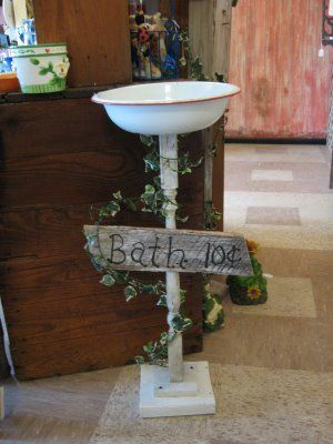 spindle crafts | Here is a bird bath made from a spindle and an old granite ware bowl.