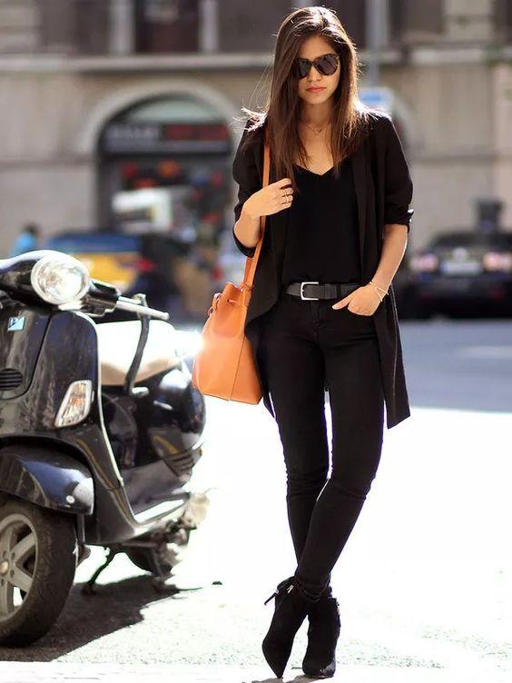 outfits negro con bolsa cafe