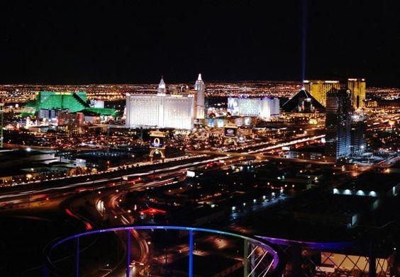 Vista del Centro de Las Vegas: ¡Elija uno de los tantos hoteles en Las Vegas y disfrute de la ciudad!