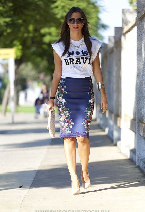 Como usar saia lápis com T-shirt! Eu particularmente acho super estiloso e…: