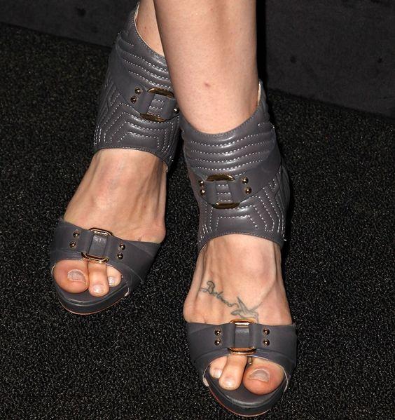 Bethany Joy Lenz (shoe detail)