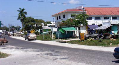Belmopán. Capital de Belice. Aunque es la ciudad capital más pequeña de América, es la tercera ciudad más grande en Belice, despues de la Ciudad de Belice y San Ignacio.