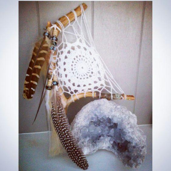 Dromenvanger Zweden made by Www.creativeartbyjessica.nl #boho #bohostyle #hippie #hippieart #bohochic #ibiza #dreamcatcher #gypsy #dromenvanger #sjamaan #sjaman #indianen #crochet #bohochic #bohemian