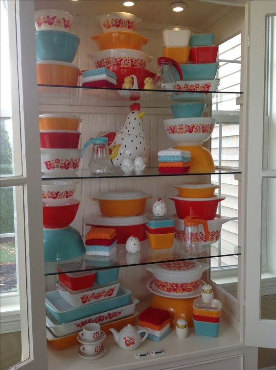 Pyrex: Friendship w/a splash of turquoise 2015
