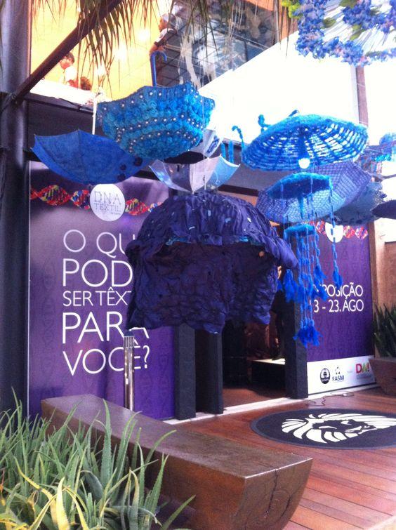 Exposição guarda chuva na Gabriel Monteiro. Inspiração para novidades em breve na Freebies