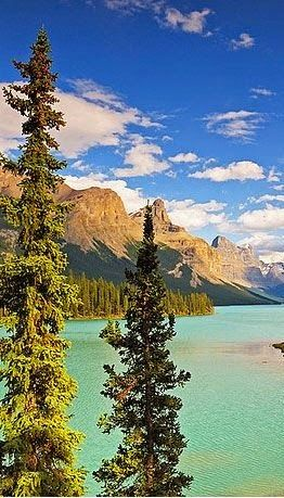 maligne lake and spirit island canada