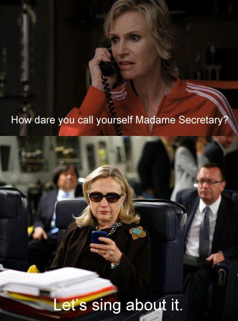 Sue Sylvester (Glee) texting Hillary Clinton. ahhahahaha