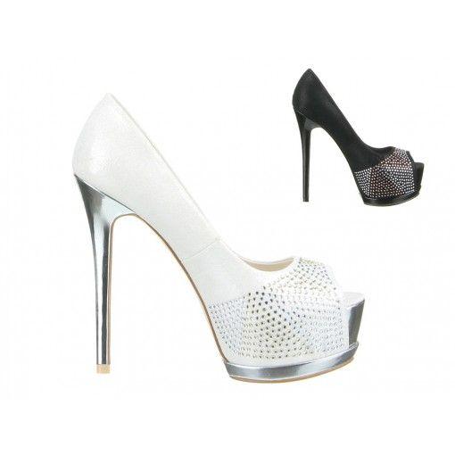 Mit den knapp 14 cm Absatz, 4,5 cm Plateau und den Strasssteinen bist du garantiert der Star auf der Party.  Du willst hoch hinaus? Dann bist Du mit diesen Schuhen deinem Ziel ein Stück näher.