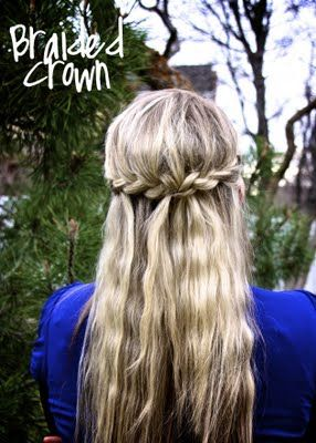 This blog is AMAZING.  She did a challenge of 30 hairstyles in 30 days.  I'm having so much fun trying tons of different hair styles!!