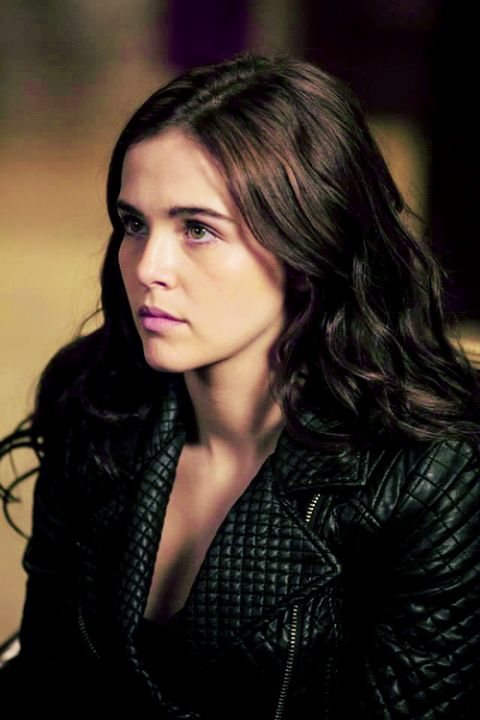 Zoey Deutch as Rose Hathaway from Vampire Academy. | hair ... Zoey Deutch Vampire Academy