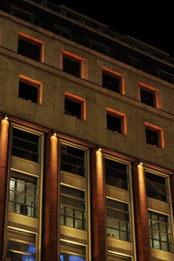 Palace in Piazza San Babila, Mina, Italy. Architectural project: P+P Studio s.r.l. Lighting products: iGuzzini illuminazione. Photographed by: Paolo Carlini. #iGuzzini #lighting #GlimCube #iRoll #RGB