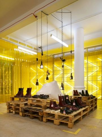 """pop-up store    shoe brand   """"dr.martens """"   london   by freshbritain and campaign."""